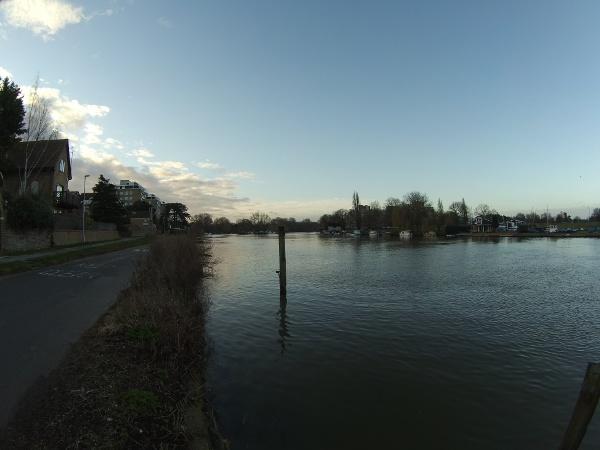 Early morning beside the Thames heading towards Kingston