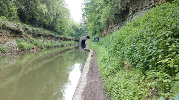 Grand Union Canal - Approaching Shrewley Tunnel